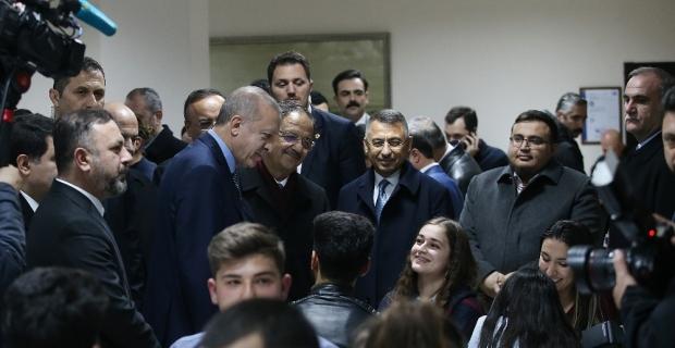 Cumhurbaşkanı Erdoğan millet kıraathanesinde gençlerle bir araya geldi