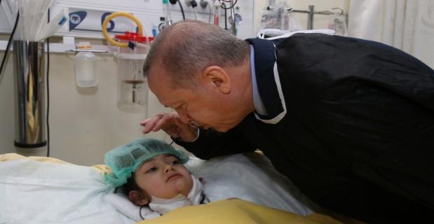 Cumhurbaşkanı Erdoğan yaralıları hastanede ziyaret etti