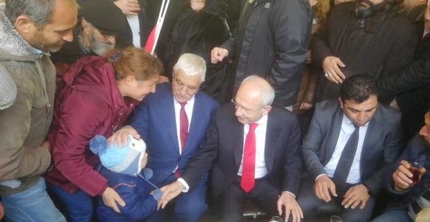 Kılıçdaroğlu vatandaşların çay teklifini geri çevirmedi