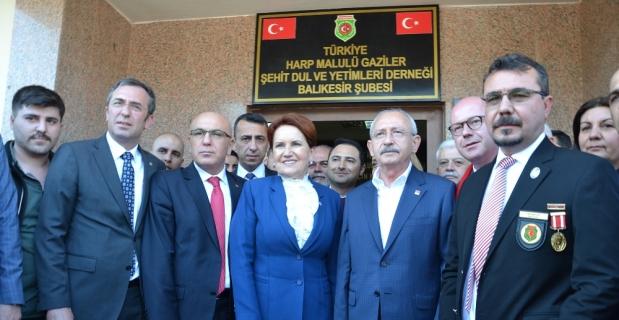 Kılıçdaroğlu ve Akşener, şehitler ve gaziler derneğini ziyaret ettiler
