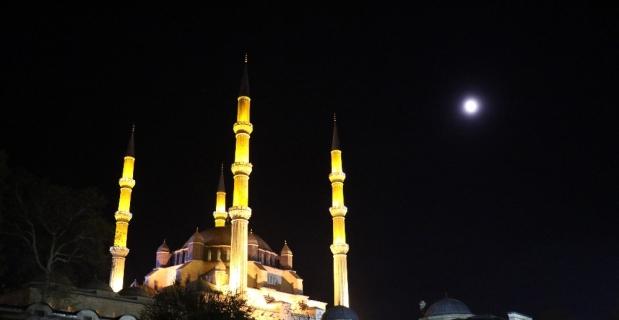Ramazan'ın şerifin habercisi Berat Kandili bu gece icra edilecek