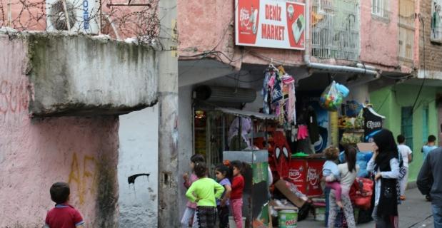 Diyarbakır'da kadınlar arasında satırlı yardım kolisi kavgası