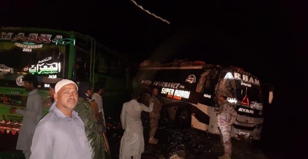 Otobüs park halindeki otobüslere çarptı: 5 ölü, 25 yaralı