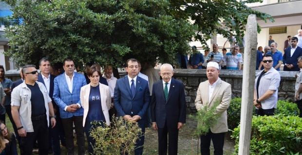 Kılıçdaroğlu ve İmamoğlu Hızır Bey'in kabrini ziyaret etti