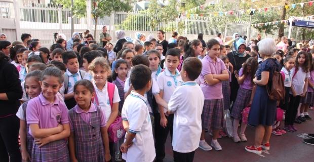 İstanbul'da 2 milyon 800 bin öğrenci ders başı yaptı