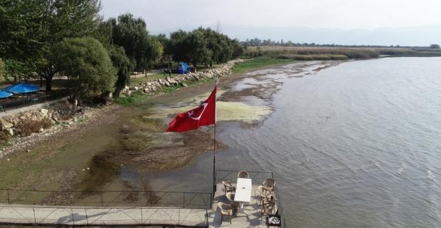 Görenler şaşırıyor...İznik Gölü 25 metre çekildi