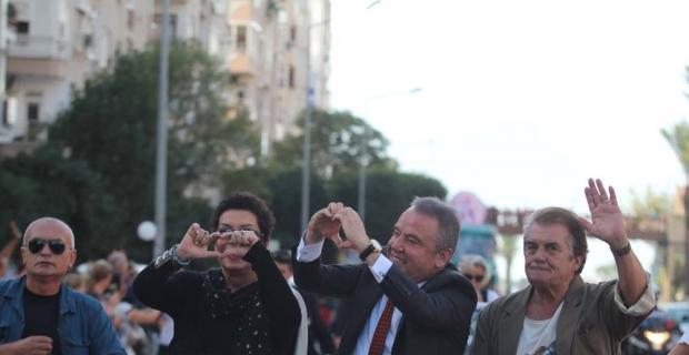 Yeşilçam, Altın Portakal kortejinde Antalyalılarla buluştu