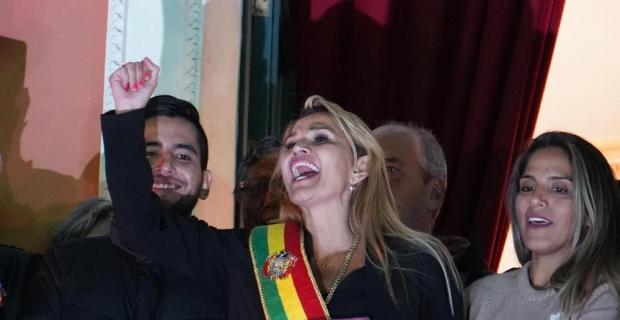 Bolivya'da Evo Morales'in yerine geçici devlet başkanı muhalif senatör Jeanine Anez oldu
