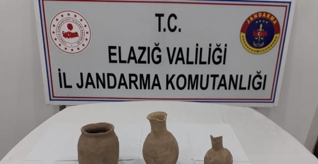 Elazığ'da jandarma, Roma dönemine ait küp ve testiler ele geçirdi