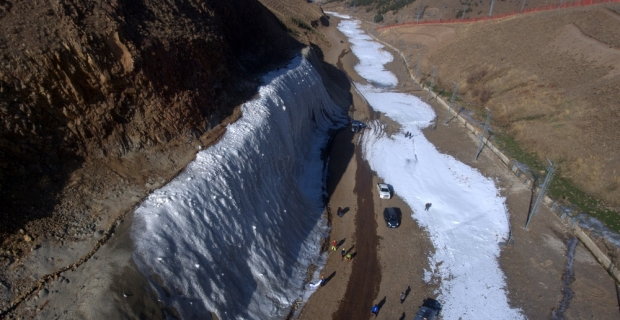 Erzurum'a 20 metrelik dev buz parkı