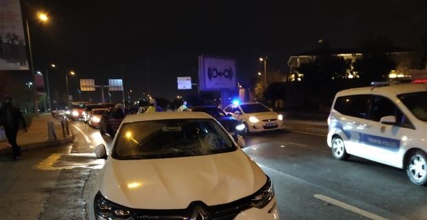 Fatih'te Çinli çifte otomobil çarptı