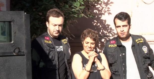 Karaköy'de başörtülü kızlara saldıran kadın tutuklandı