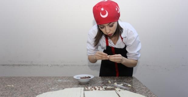 Yabancı gelin, Türk mutfağının lezzetlerini kursta öğreniyor