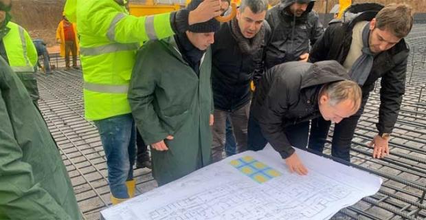 TOKİ Başkanı Bulut, deprem bölgesindeki toplu konut alanında incelemelerde bulundu