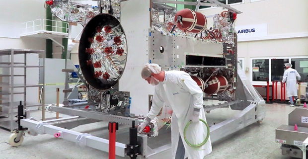 ESA'nın JUICE uzay aracının tamamlanma süreci Airbus Uydu Merkezi'nde başladı