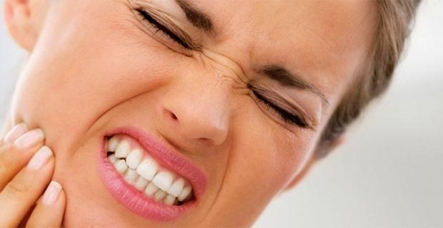 Bruksizm nedir, kimlerde görülür? Diş gıcırdatma davranışının tedavi yöntemleri