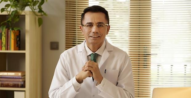 """Ender Saraç: """"Koronavirüsle mücadelede evde kalmak, elleri yıkamak ve maske takmak önemli"""""""
