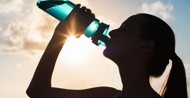 Amatör koşuculara özel beslenme: Önce karbonhidrat, koşarken meyve ve sonrasında süt!