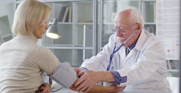 Hipertansiyon hastalarına koronavirüs uyarısı! Düzenli ve doğru tansiyon ölçümü nasıl olmalı?