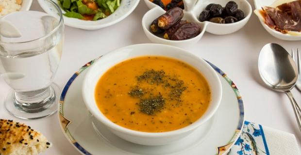 Sağlıklı iftar tabağı için 8 öneri! Ana yemeğe geçmeden önce 10-15 dakika ara verin