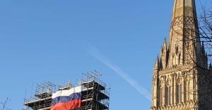 İngiltere ile Rusya arasında bayrak krizi