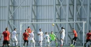 Atiker Konyaspor özel maçta Eskişehirspor'la berabere kaldı