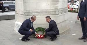Oktay ve Çavuşoğlu, Anzak Anıtı'nı ziyaret etti