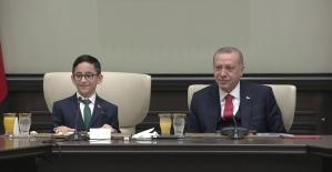 Cumhurbaşkanı Erdoğan, koltuğunu Ozan Sözeyataroğlu'na devretti