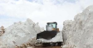Nemrut Dağı'nda kar kalınlığı 10 metre