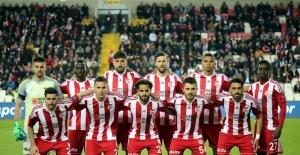 Sivasspor'da 12 futbolcunun sözleşmesi bitiyor