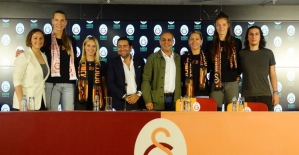 Galatasaray Kadın Voleybol Takımı'ndan 4 imza