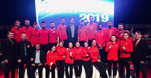 Milli Karateciler Kanada'da 9 madalya kazandı