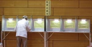 Japonya'da seçimlere katılım yüzde 50'nin altında kaldı