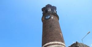Saat Kulesi kale mescidinin minaresi olarak inşa edildi