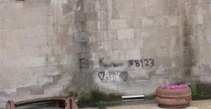 Tarihi duvara yazı yazmanın bedeli ağır oldu