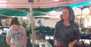 İsveçli Ursula, Türkçe öğrenmek  için tezgah açtı