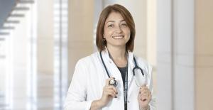 """Dr. Ayşe Sokullu: """"Her bebeğin diş çıkarma belirtileri birbirinden farklı olabilir"""""""