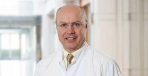 """Prof. Dr. Serdar Turhal: """"Kemoterapi ihtiyacı önümüzdeki yıllarda azalacak"""""""