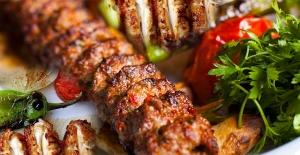 Hızlı yemek yeme alışkanlığınızla vedalaşın, lokmanızı en az 15 kere çiğneyin!
