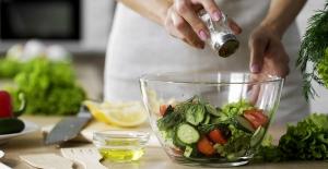 Koronavirüsün besinler yoluyla bulaşma riskini en aza indirmek için 10 uyarı