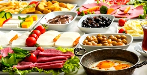 Oruç tutanlar ilk kahvaltıya dikkat! Vücut normal düzene geçişte zorlanabilir