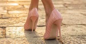 Dayanılmaz ayak ağrısına son! Topuk Dikenine Karşı Topuklu Ayakkabı Giyin