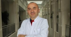 """Op. Dr. Yusuf Avni Yılmaz: """"Uzun süre ekrana bakmak miyop sebebi"""""""