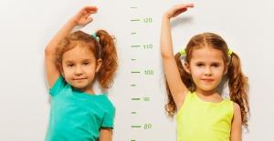Çocuklarda boy kısalığı hakkında en çok merak edilen 7 soru! Boy uzamada besinler etkili mi?
