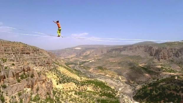 240 metre yükseklikte nefes kesen yürüyüş