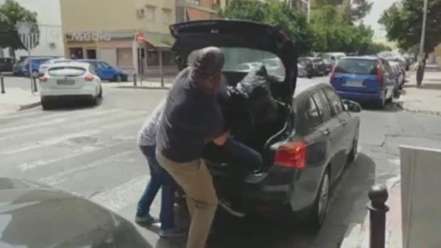 Dünyaca ünlü futbolcuyu otomobil bagajında kaçırdılar!