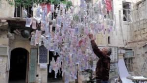 En pahalı ağaç: 160 ülkenin paralarıyla süslü