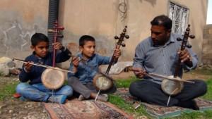 Mardin'de yaşayan kemençeci aile